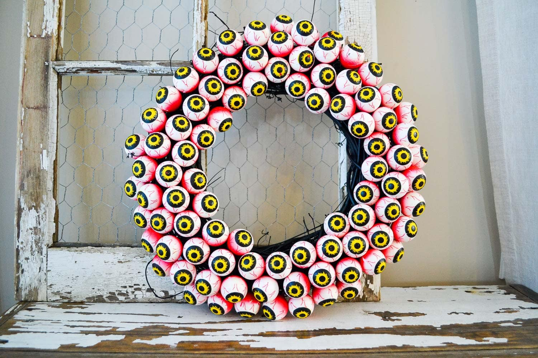 Halloween Eyeball Wreath {A Pretty Life}