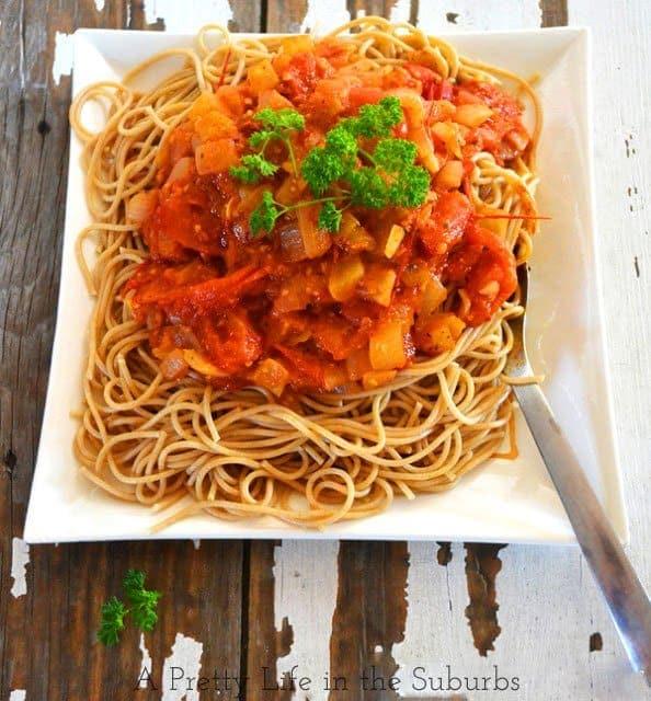 Roasted-Garlic-&-Tomato-Pasta-{A-Pretty-Life}