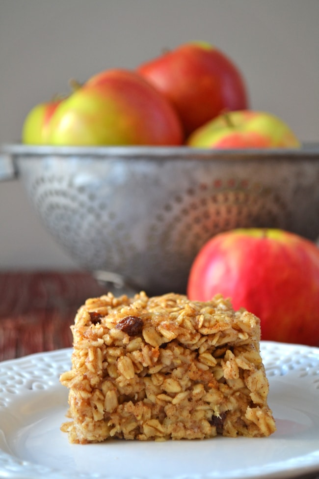 Apple Pie Baked Oatmeal {A Pretty Life}