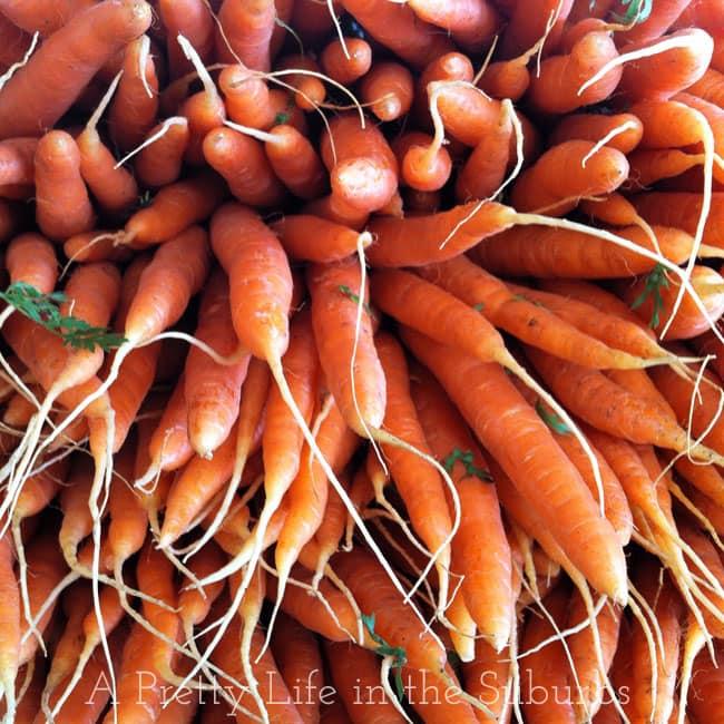 Farmers-Market-Carrots-{A-Pretty-Life}