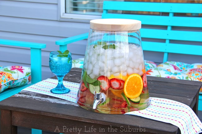 Easy & Delicious Flavoured Waters {A Pretty Life}