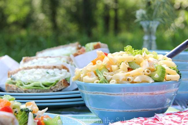 Easy Macaroni Salad {A Pretty Life}
