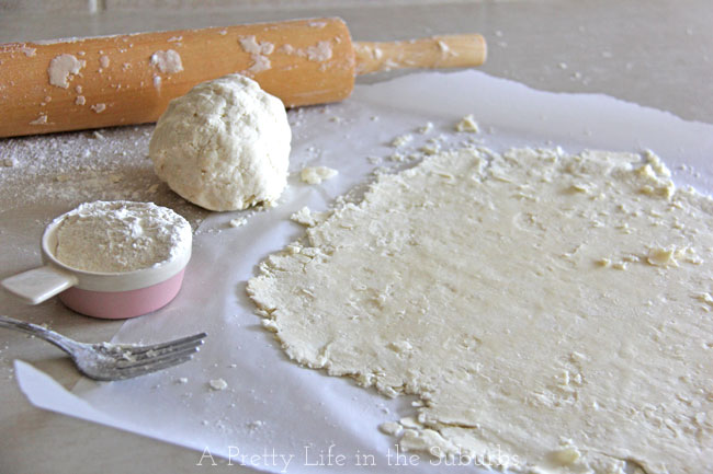 The Perfect Flaky Pie Crust Recipe {A Pretty Life}