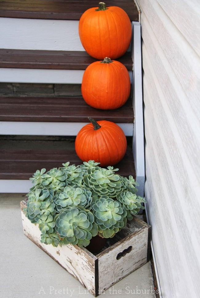 Fall-Porch-{A-Pretty-Life}