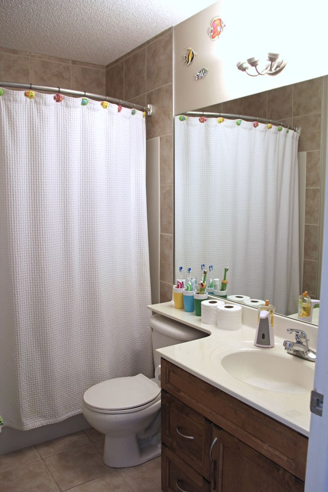 Kids-Bathroom-Before-{A-Pretty-Life}