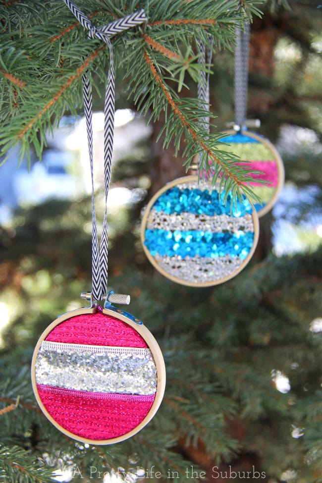 Merry & Bright Embroidery Hoop Ornaments {A Pretty Life}