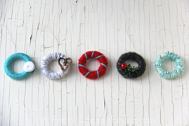 Mini Yarn Wreath Christmas Ornaments {A Pretty Life}