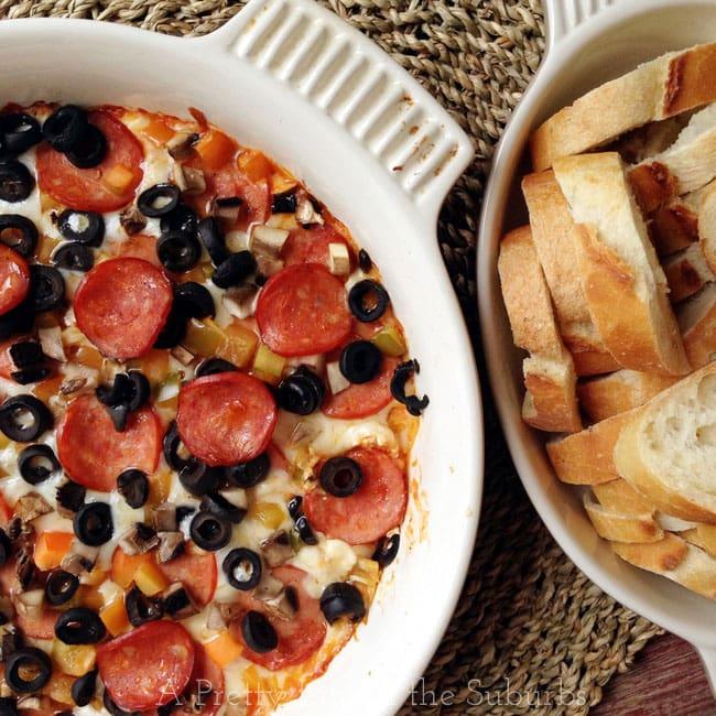 Hot Pizza Dip {A Pretty Life}