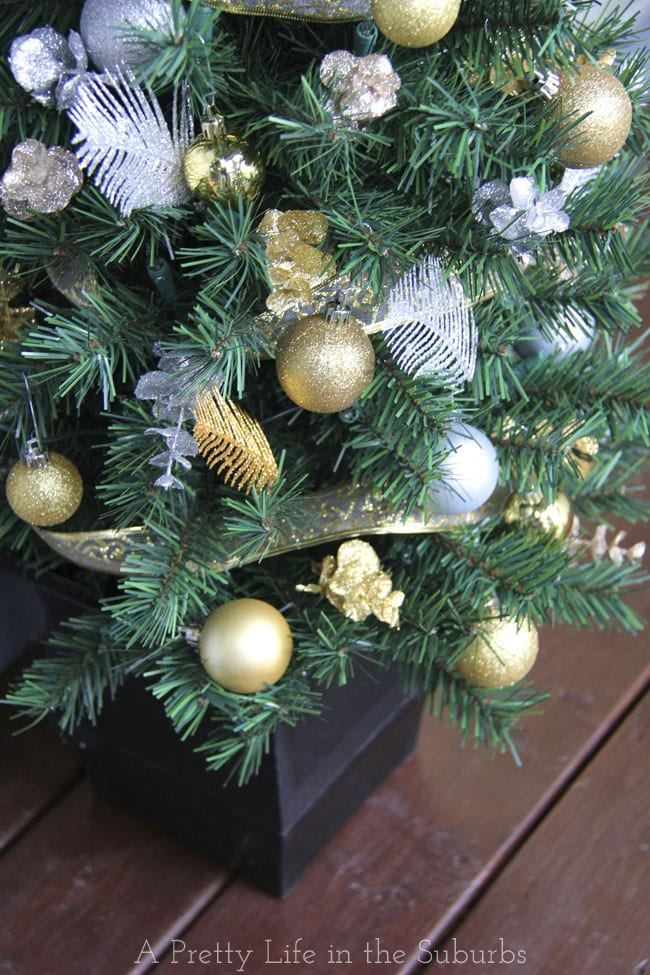 Silver-and-Gold-Christmas-Porch-2a{A-Pretty-Life}