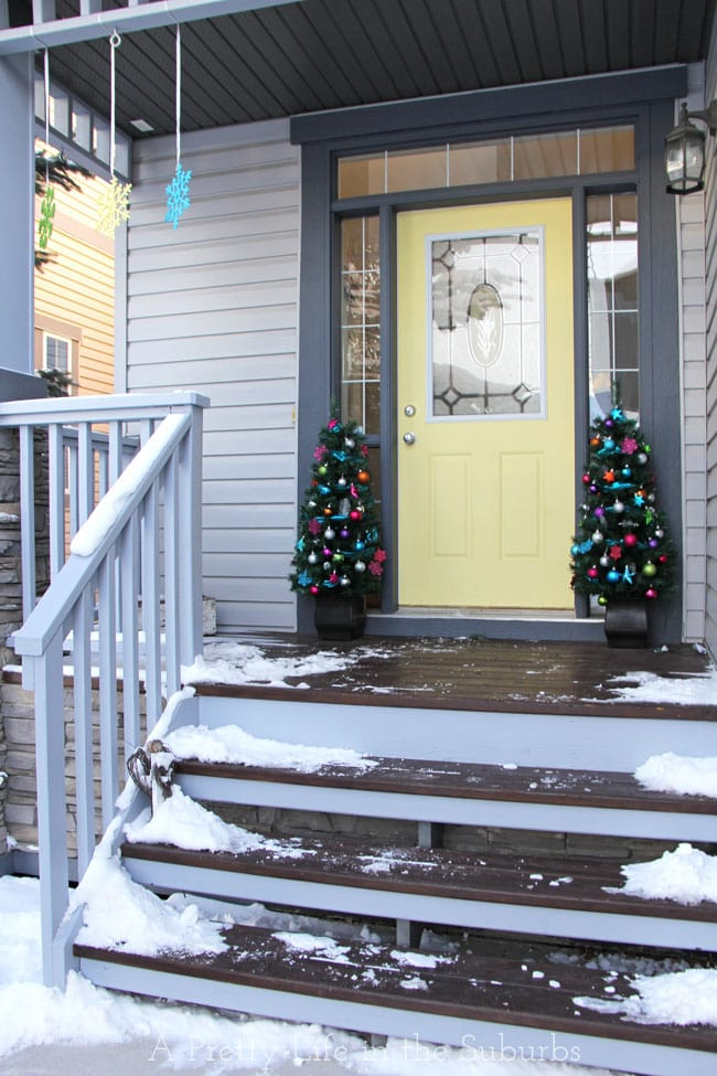 Merry & Bright Christmas Front Porch {A Pretty Life}