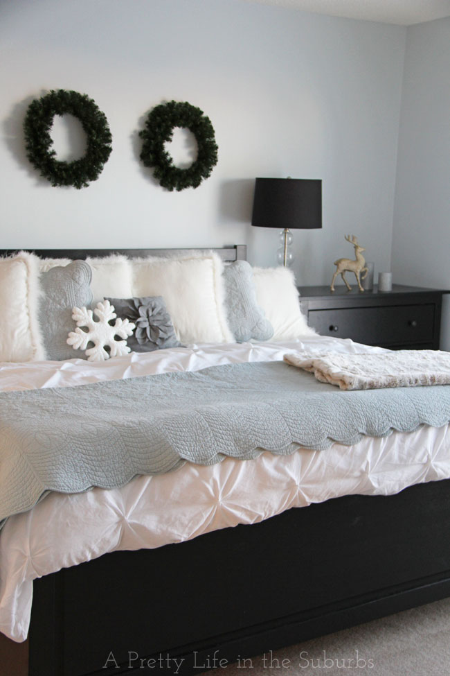 Christmas Master Bedroom {A Pretty Life}
