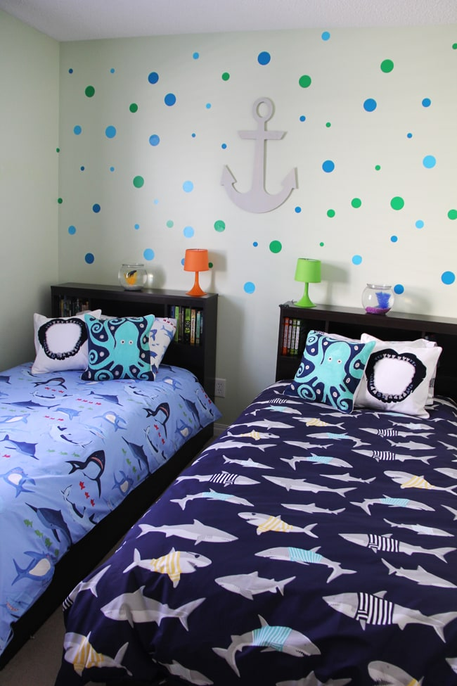 Boys shark theme shared bedroom a pretty life in the suburbs for Pretty room decor