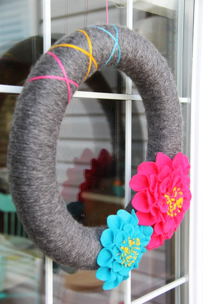 Summer Dahlia Wreath {A Pretty Life}