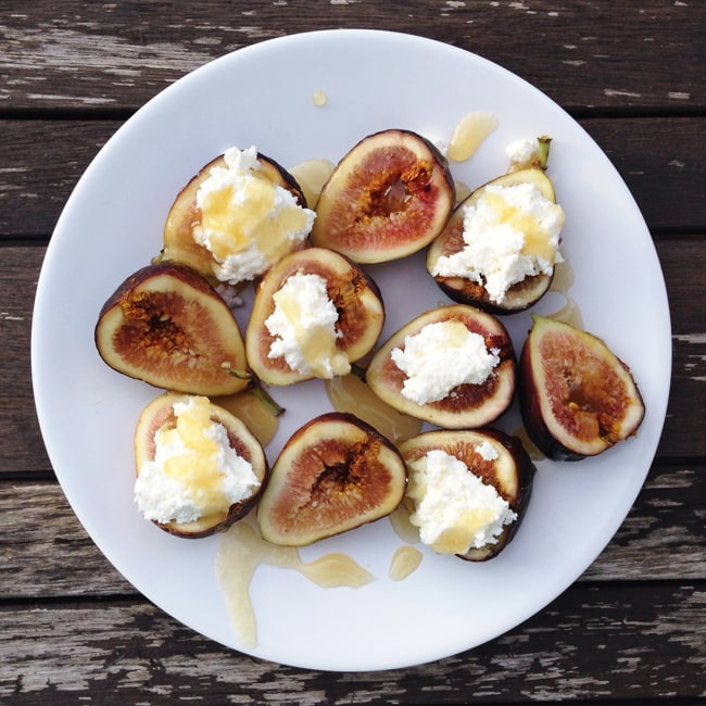 Figs with Ricotta Cheese, Drizzled in Honey