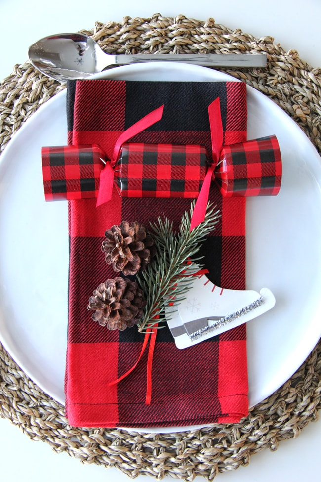 Christmas place setting idea a pretty life in the suburbs Christmas place setting ideas