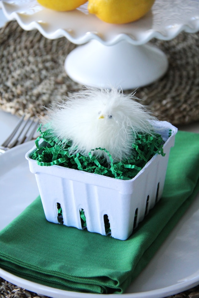 Green and White Easter Table {A Pretty Life}