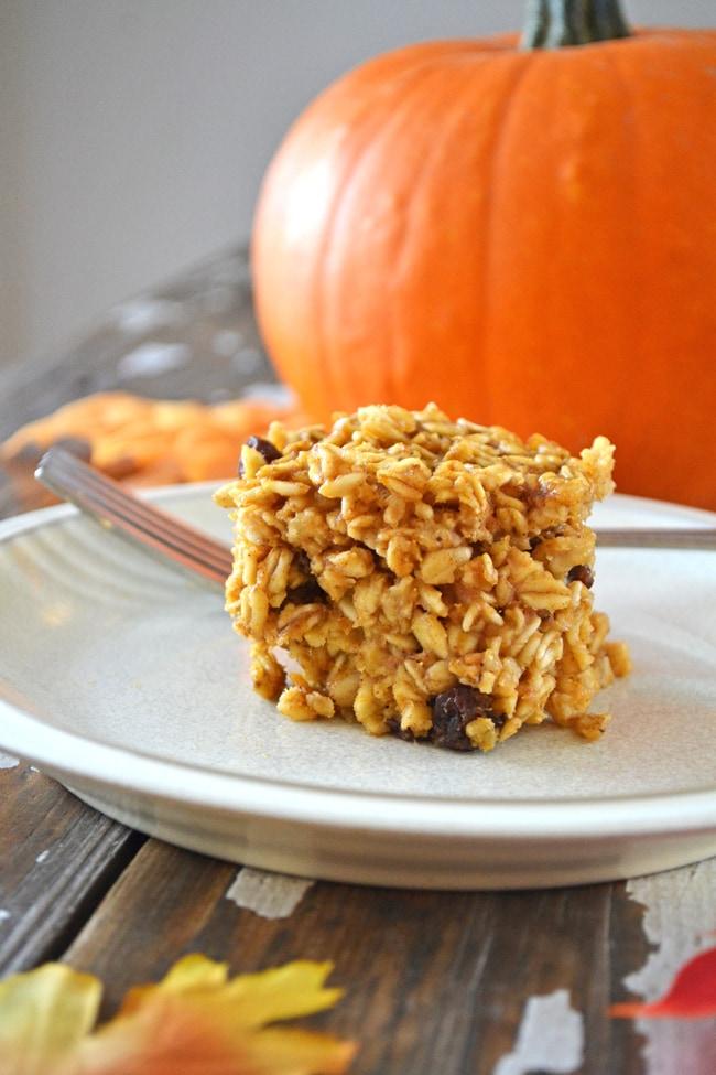 Pumpkin Spice Baked Oatmeal {A Pretty Life}