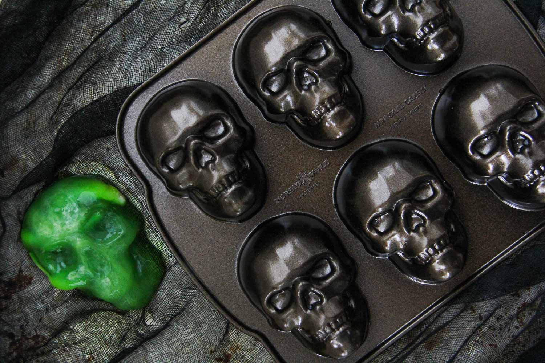 Halloween Jello Skulls {A Pretty Life}