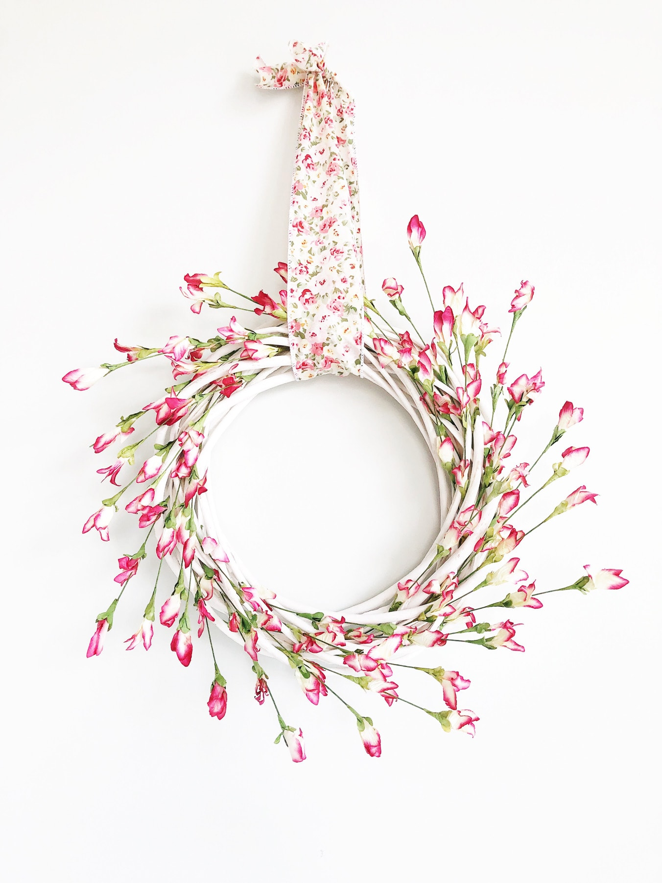 7c97883b92318 Simple and Pretty Spring Wreath - A Pretty Life In The Suburbs
