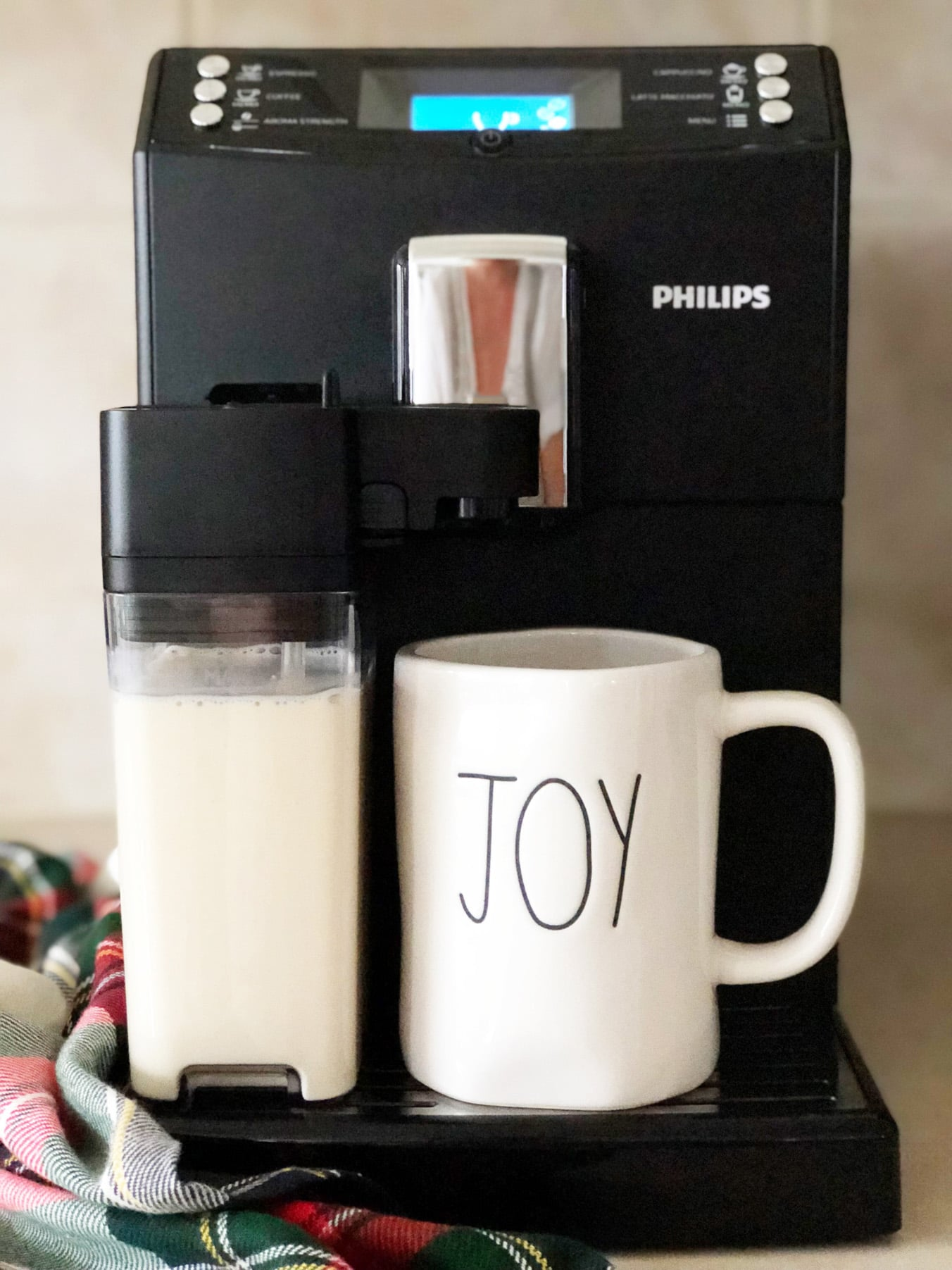 Making the most delicious Eggnog Latte with the Philips 3100 Espresso Machine