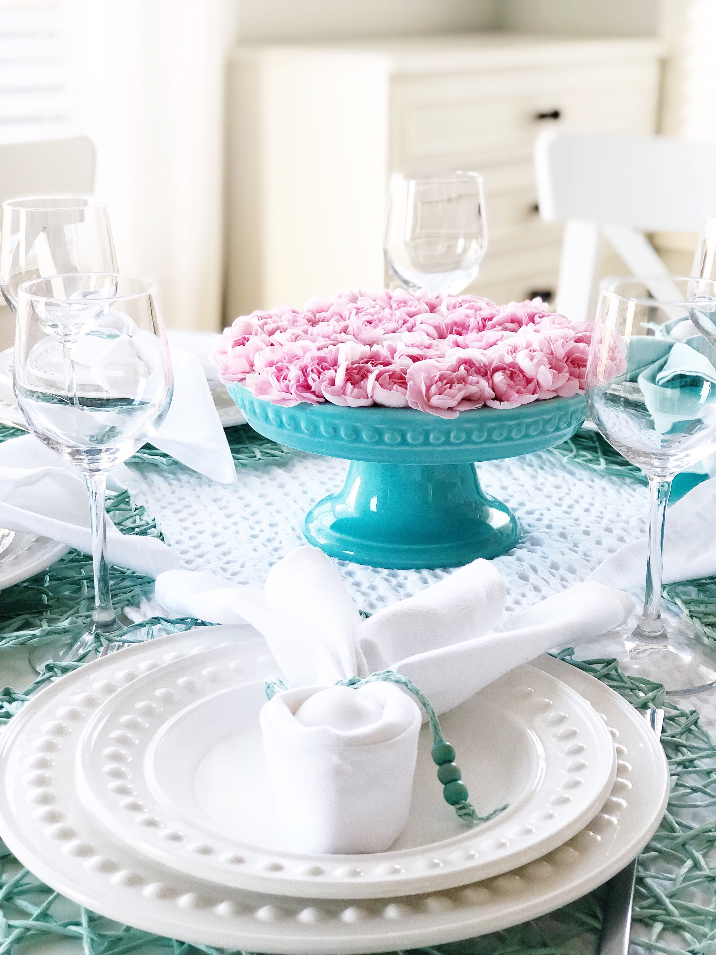 A Pretty Easter Table Setting